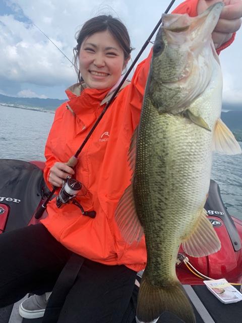 6月13日ガイドは女の子が釣る!ジャスターフィッシュ3.5DSでワイルドサイドWSS-ST65Lを使って船中12本
