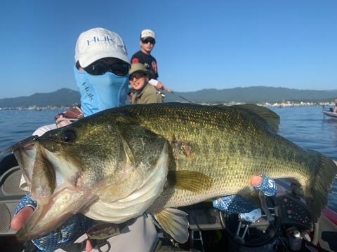 9月15日琵琶湖ガイドはジャスターフィッシュ2.5カルティバスイングヘッド0.9gでスイミングで58cmスタートもショートバイトと「歯」にやられて苦戦