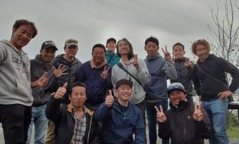 1日遅れ更新10月20日の琵琶湖ガイドは恒例団体12名様を4艇ガイドでした。