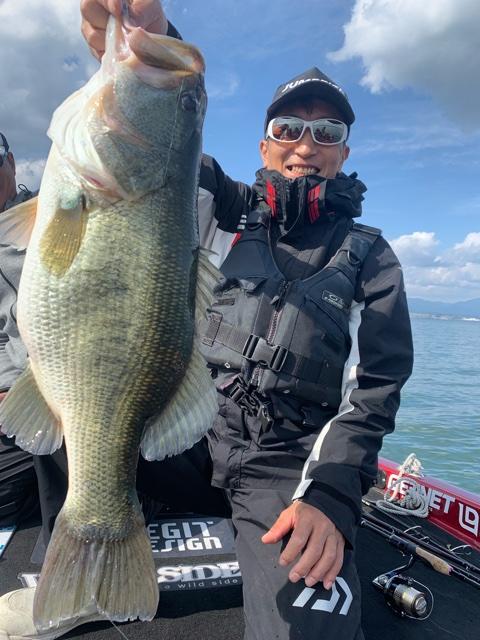 10月27日琵琶湖ガイドはロクマル63cm4400g超と数釣りはジャスターフィッシュ2.5DS1.8gと3.5DSは2.7gです
