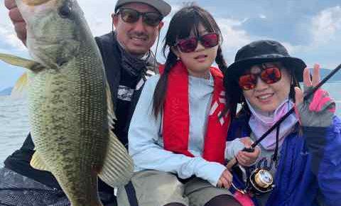 5月30日琵琶湖ガイドはファミリーガイドでお父さんの依頼は奥様と娘さんにジャスターフィッシュ3.5ダウンショットで手堅く釣らせたい!