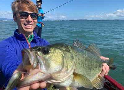 10月11日琵琶湖ガイドはGETNETジャスターフィッシュ2.5とGETNETジャスタースティックで数釣りとグッドサイズ!テキサスは・・・でした。