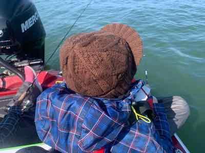 今日の琵琶湖ガイドはYさんと小4のJ君に小1のRちゃんが  早春で冷え込む琵琶湖に来てくださいました!  もちろんお二人が使うロッドは言うまでもなく  レジットデザインチャイルドサイドですよ!  という事でJ君とRちゃんはジャスターフィッシュ3.5DSで  YさんはGETNETジャスターフィッシュ4.5のボトストで  頑張って頂くべく早々にスタート!
