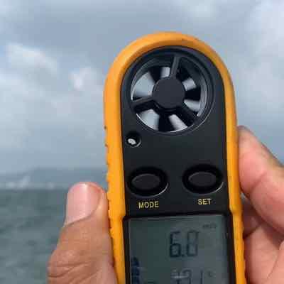 5月9日琵琶湖ガイドは南西から北西からの爆風に雨まで降っても手堅くGETNETジャスターフィッシュ3.5DSとワイルドサイドST65Lで手堅く