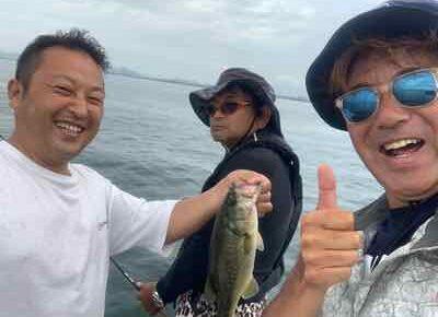 7月28日琵琶湖ガイドは2艇で4名様を合同ガイドでワイワイ楽しく釣って来ました!